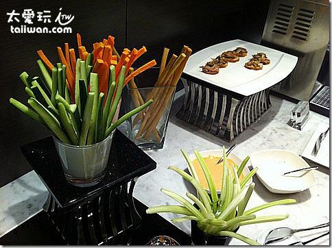 台北寒舍艾美酒店行政樓層貴賓室晚上提供的生菜棒