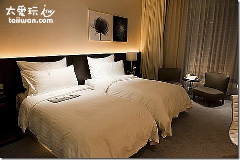 臺北寒舍艾美酒店行政客房超大又超級舒適的床