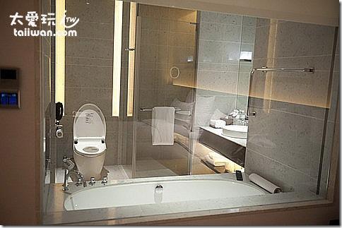 臺北寒舍艾美酒店行政客房浴室空間不大