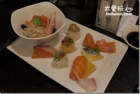探索廚房日式料理區的食物