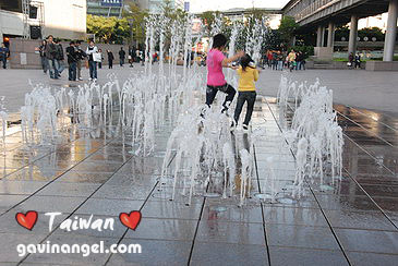 台北101側邊的廣場