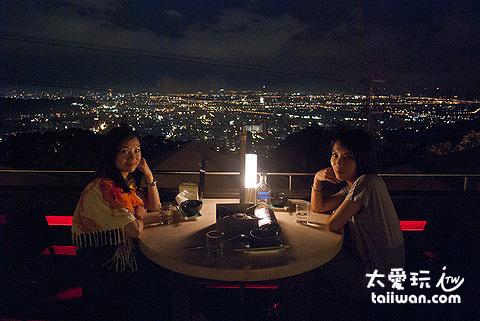 邊吃飯還可以邊看台北夜景