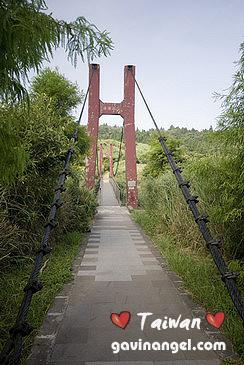 走步道前往擎天崗會經過菁山吊橋