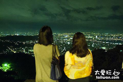 文化大學後山看台北夜景