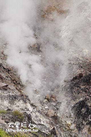 小油坑噴氣孔夾帶硫磺