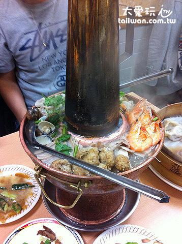 東門餃子館酸菜白肉鍋很不錯吃