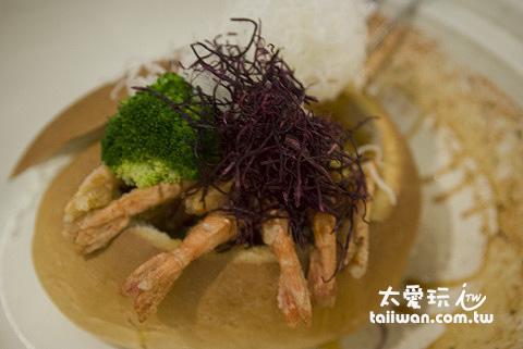 蝦子泡在濃湯裡