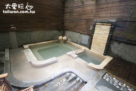 鳩之澤溫泉野湯區大池湯屋