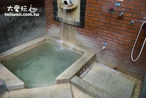 鳩之澤溫泉野湯區小池湯屋只有熱池