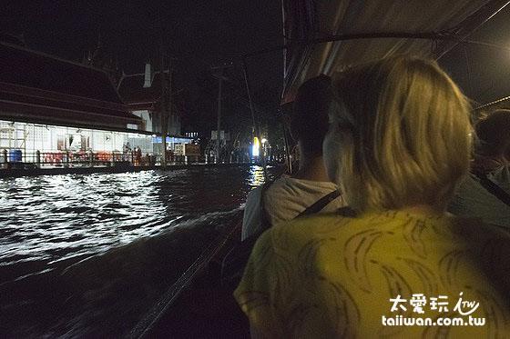 搭船看螢火蟲行程是晚上8點出發