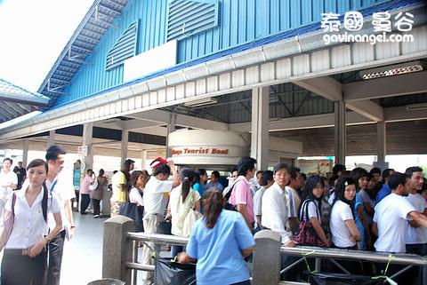 Central Pier 站盛況
