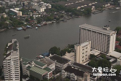 湄南河又称昭拍耶河是贯穿曼谷的主要河流