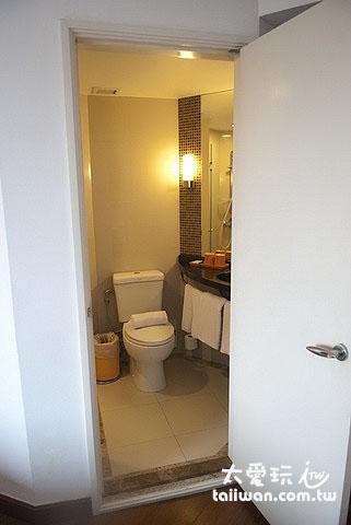 曼谷娜娜宜必思飯店房間浴廁