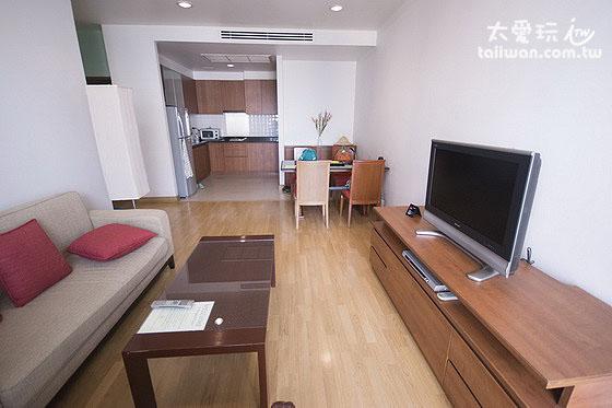 雙房公寓客廳與餐廳廚房