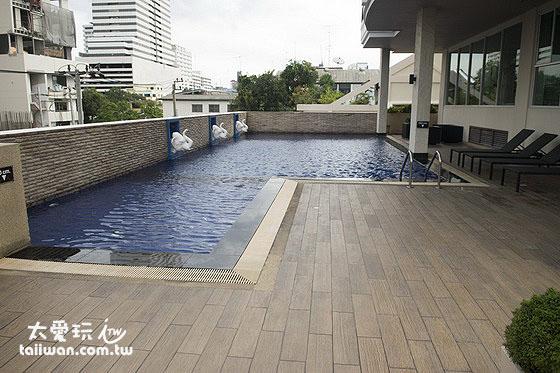 Bangkok Patio公寓式酒店游泳池在三樓