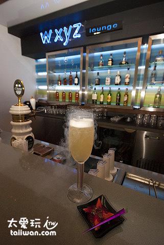 w xyz bar是雅樂軒酒店(Aloft Hotel)的招牌酒吧