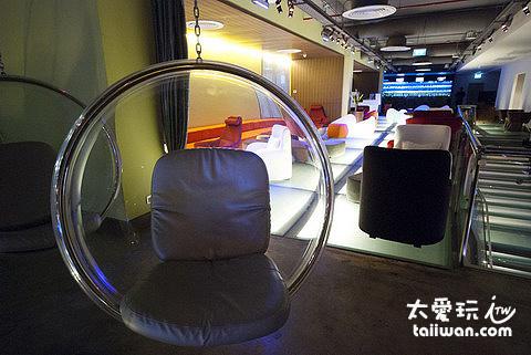簡單卻又富有設計感的桌椅