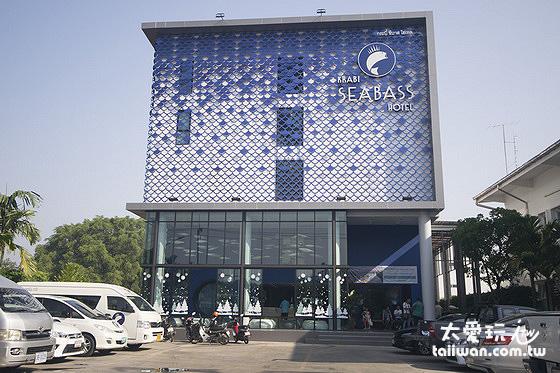 喀比海鱸飯店Krabi SeaBass Hotel距離喀比夜市步行街走路10到15分鐘