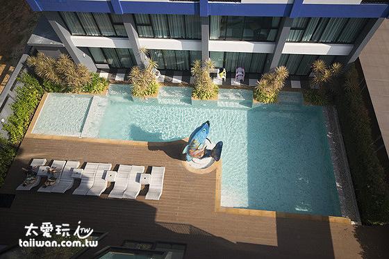 一樓游泳池