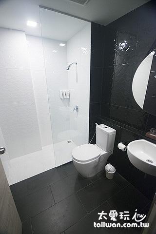 邊間套房的乾溼分離浴室