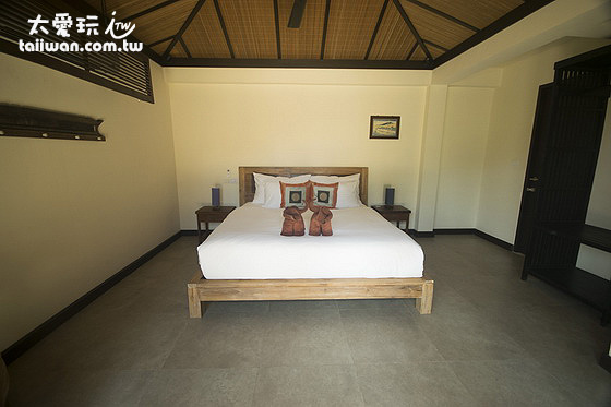 第二間房是一張雙人床