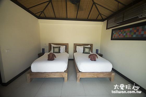 第三間房是兩張單人床