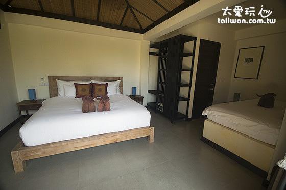 第一間房有雙人床,可以加一張單人床