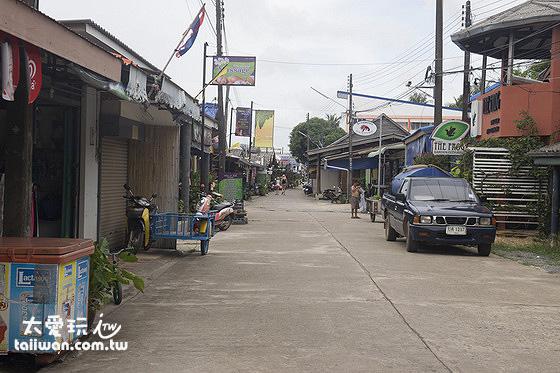 Baan Saladan主街