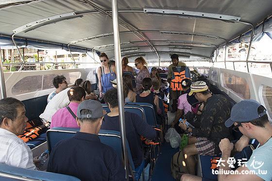 Bundhaya Speed Boat船公司往來蘭塔島與麗貝島的快艇