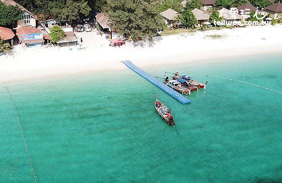 麗貝島Pattaya海灘右邊的Bundhaya碼頭