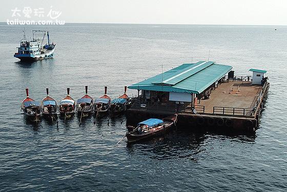麗貝島外海的浮船碼頭