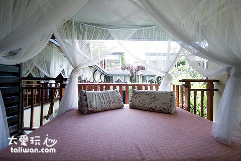 Burasari布拉莎麗酒店房間陽台的懶人床