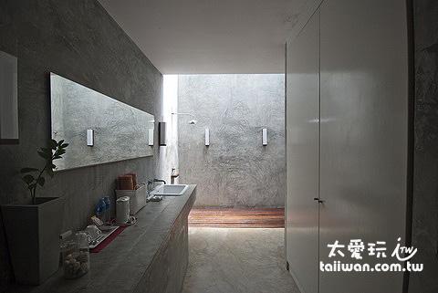 Costa Lanta浴室格局很簡單