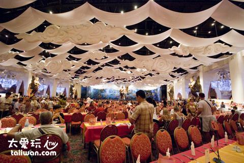 可供4000 人同時用餐