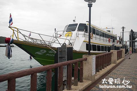 PP島與蘭塔島的交通船