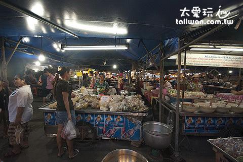 喀比鎮中心小吃與水果攤夜市