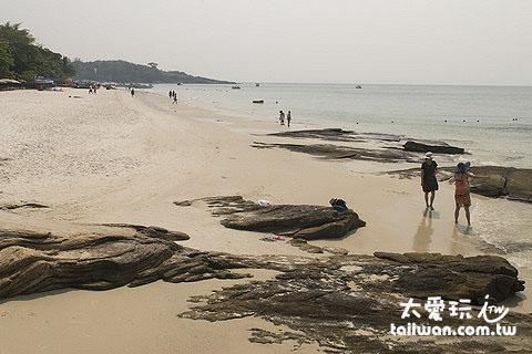 "Saikaew海灘的泰文發音是""鑽石海灘""的意思"
