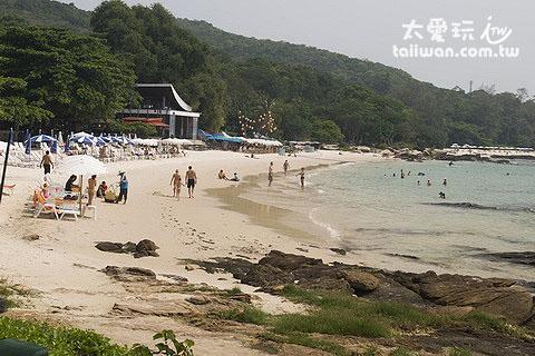 Ao Phutsa海灘人潮也不少