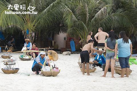 海灘上的小吃攤一定要買!