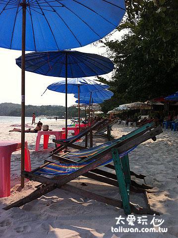 陽傘躺椅只要30 Baht