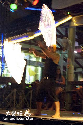 單人火舞表演