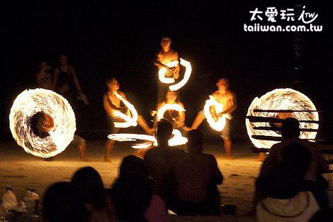 多人疊羅漢火舞表演