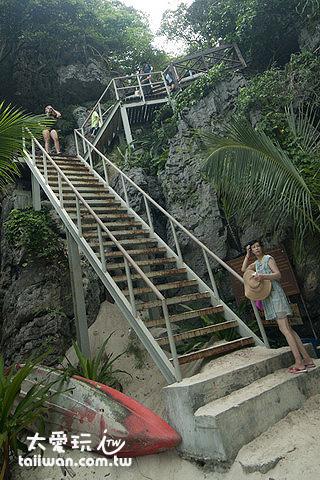 前往山中湖的梯子非常陡峭