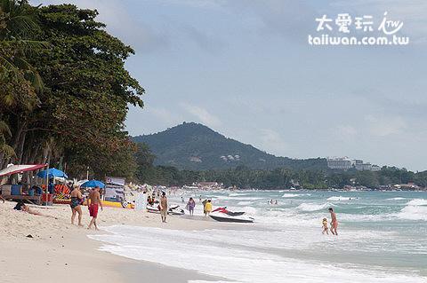 南段的查文海灘遊客少很多