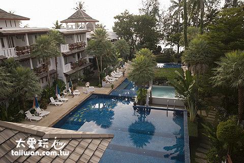 龜島蒙特拉渡假村的泳池很大