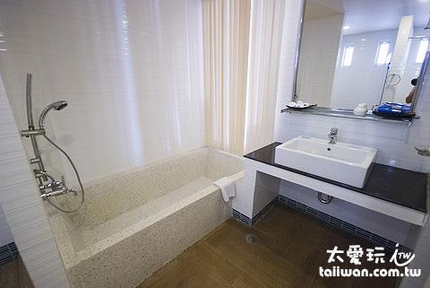 浴室的空間也大