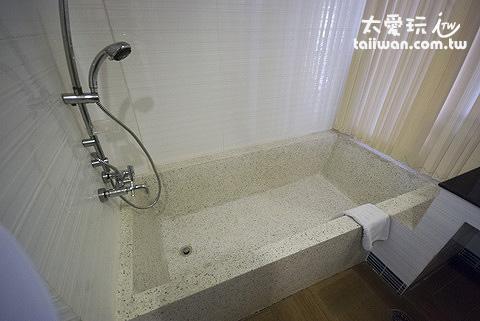 大浴缸可以泡澡