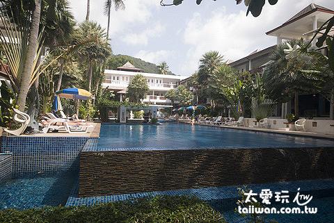 龜島蒙特拉渡假村的泳池