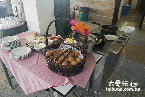 龜島蒙特拉渡假村的早餐現煮區