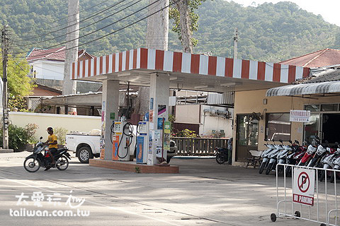 蘇美島、龜島的加油站不像台灣密集